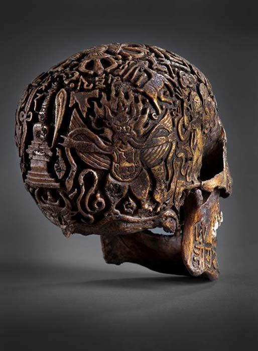 мистичен череп