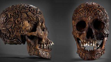 гравиран череп