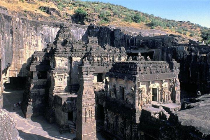 Индийският храм Кайласа издялан от една-единствена скала