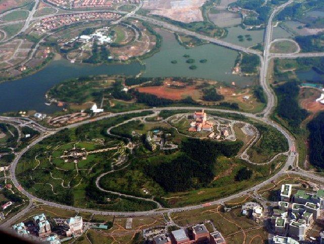 Най-голямото кръгово кръстовище в света  Путраджая, Малайзия